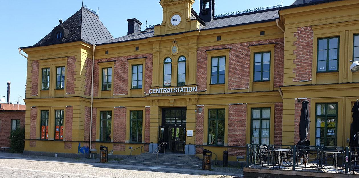 Tactile Flooring - bilden visar framsidan av Linköpings Centralstation